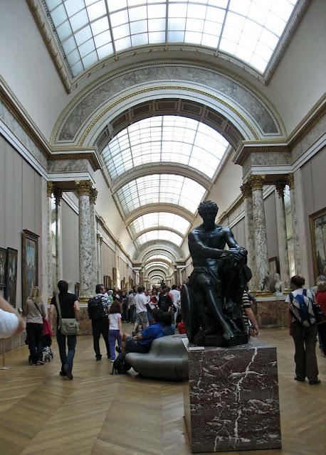 louvre corridor