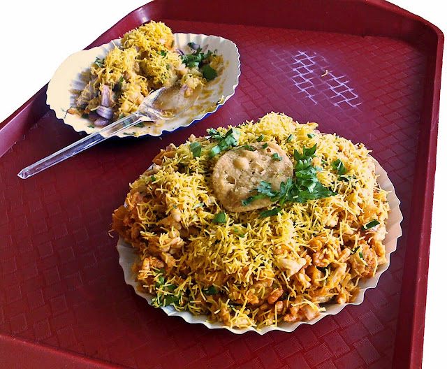 Bhel served on a tray