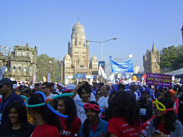 mumbai marathon youngsters placards