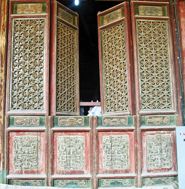 decorated window at chinese mosque