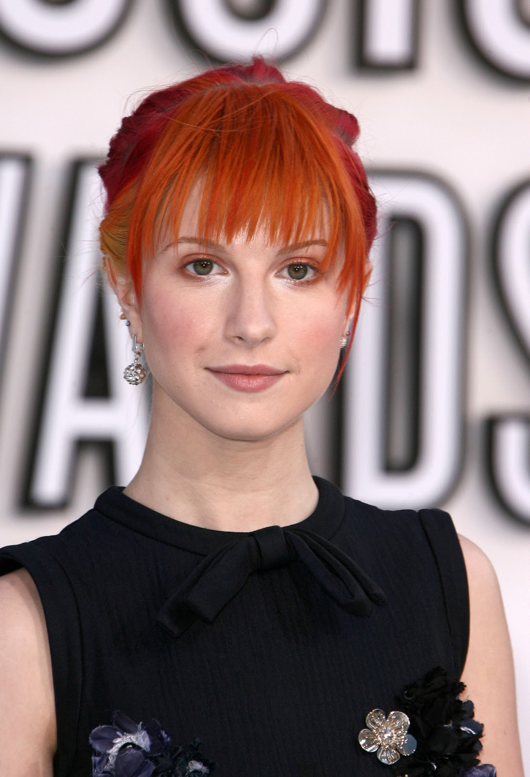http://1.bp.blogspot.com/_5zKjRaw4WgQ/TPF9Yy9FAsI/AAAAAAAACMU/seb3GUO07vs/s1600/Hayley-at-Video-Music-Awards-2010-paramore-15519206-1746-2560.jpg