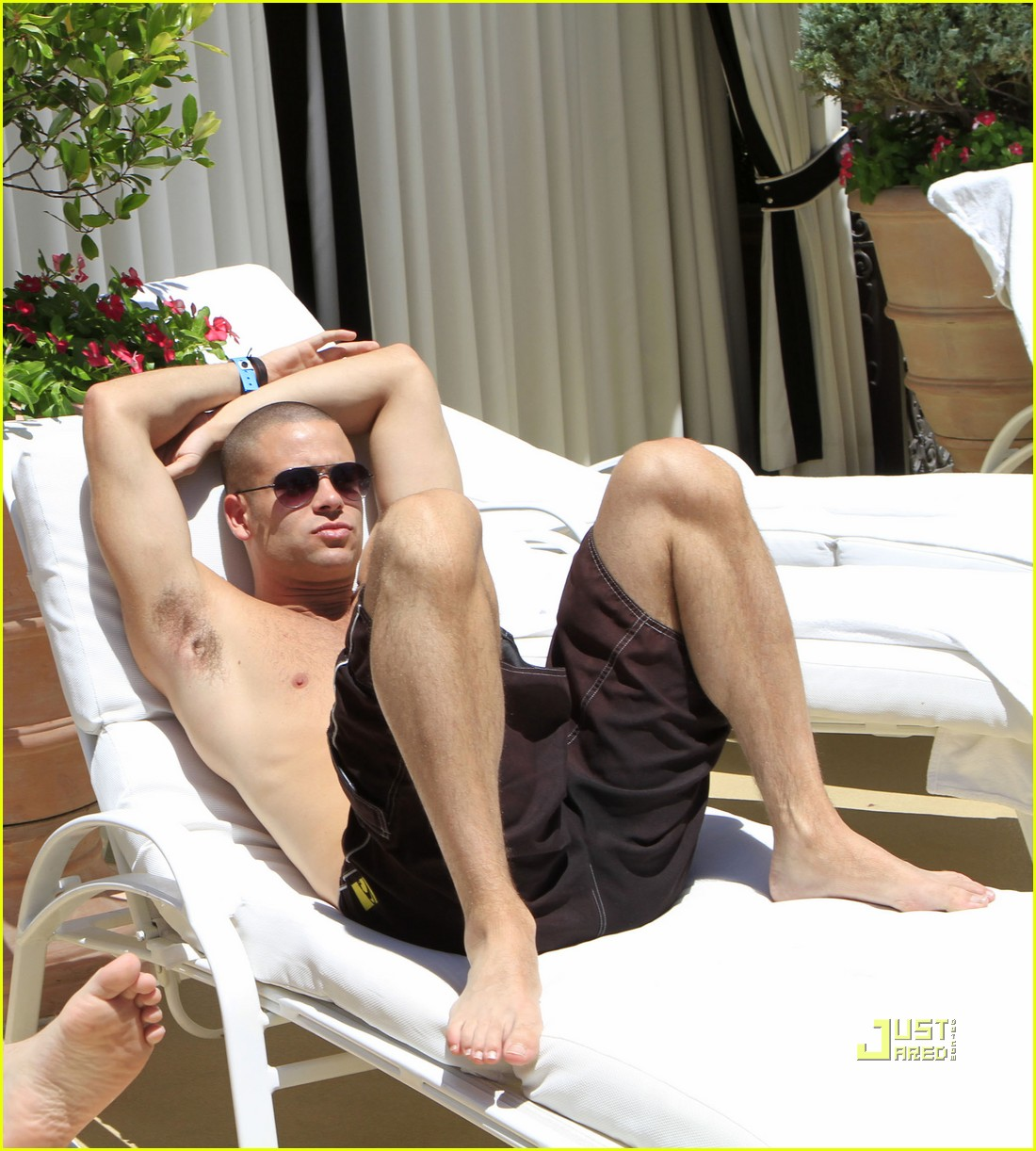 http://1.bp.blogspot.com/_5zib5jYA2yA/TDC-Ik6IbtI/AAAAAAAABlo/dpLVex02bsE/s1600/shirtless-mark-salling-4th-of-july-05.jpg
