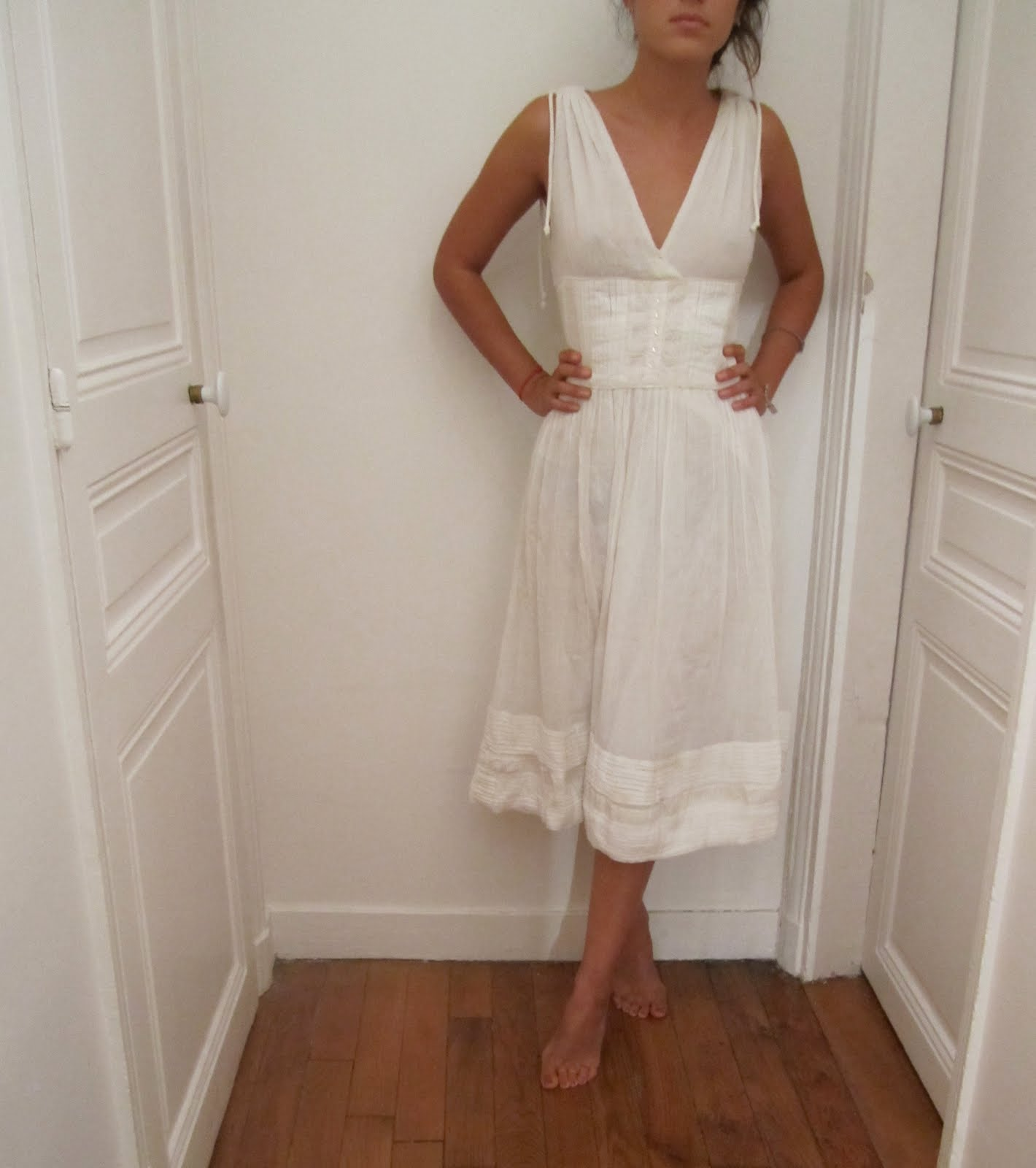 Robe longue blanche vide dressing