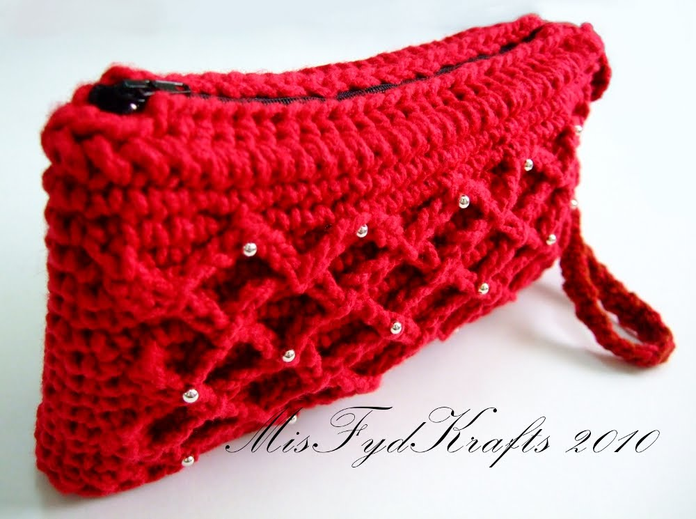 ... sc & ch to make the pattern. So heres my first design clutch bag