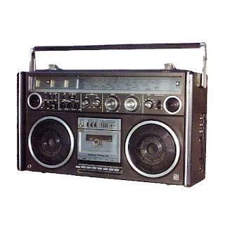 Radio adalah alat komunikasi yang mengirimkan suara melalui udara