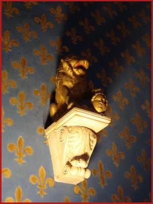 leone con testa decapitata della sala dei gligli in palazzo vecchio