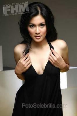 Foto Hot Sandra Dewi Di Majalah Fhm