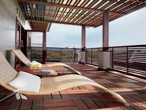 balkon rumah tropis nan alami referensi desain rumah