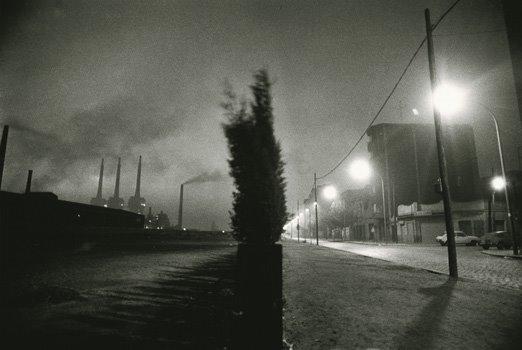 [(c)+Manel+Armengol,+Espanha,+Sant+Adri%C3%A0,+Barcelona,+1978[1].+Paisagem+industrial+e+edif%C3%ADcios]