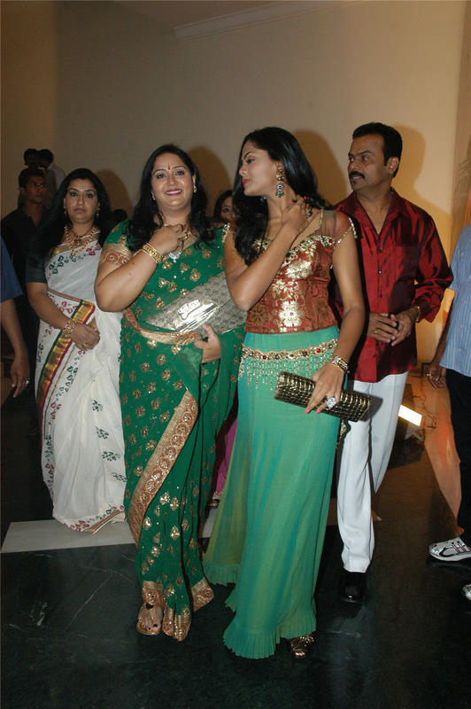 Actress Radha Family http://onlinemp3songsdownload.blogspot.com/2010/06/actress-radhas-daughter-karthika.html