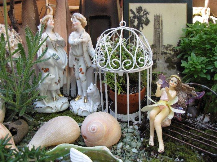 [Swan+Fairy+Garden+Close+With+Photo]