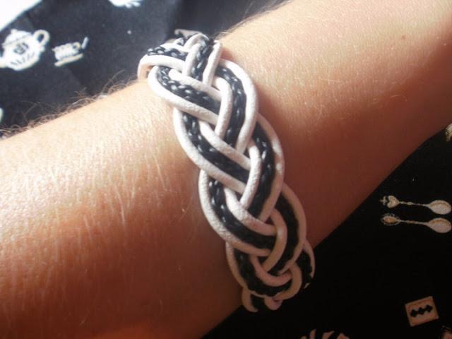 pulseras y collares artesania en cuero