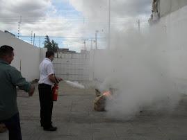 Combatendo principio de incêndio