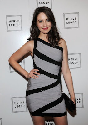 Alison Brie Hot Photo