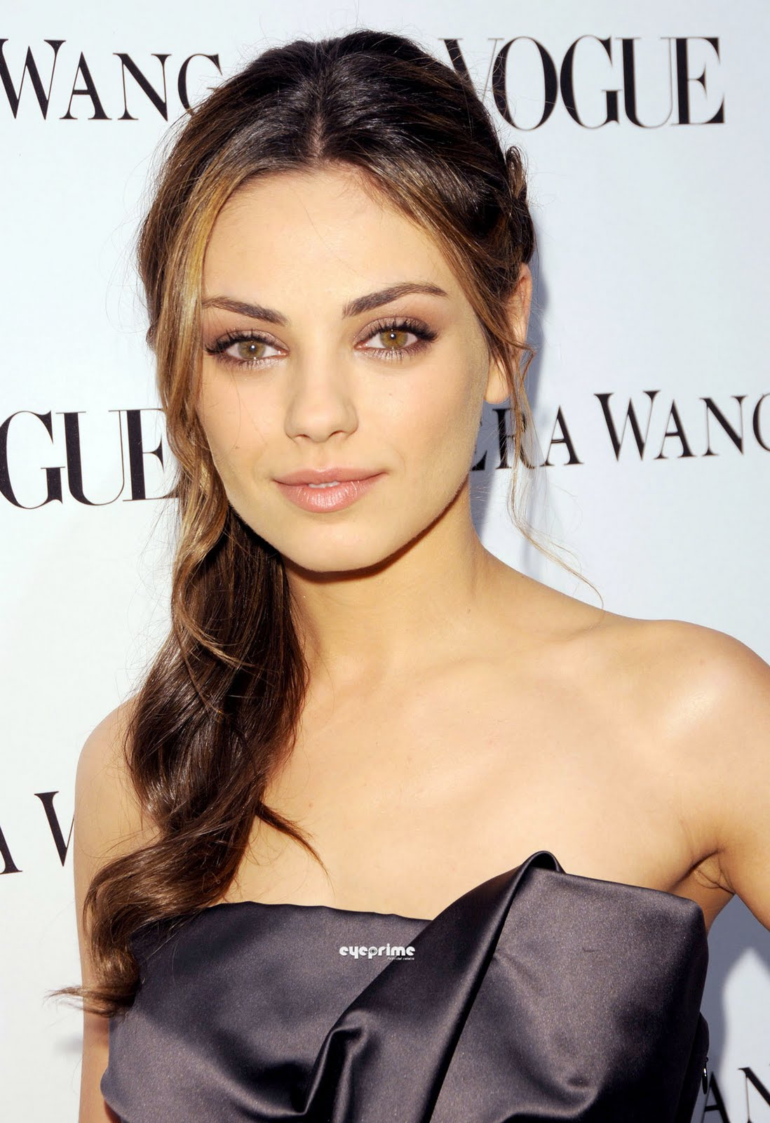 mila kunis short hairclass=