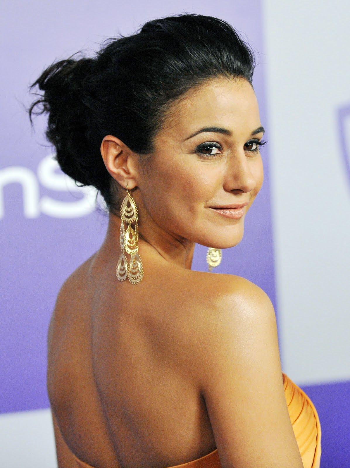 http://1.bp.blogspot.com/_6A8j2EQmANk/S8RbFQGd32I/AAAAAAAAA7A/psFAgZsmRSQ/s1600/Emmanuelle+Chriqui4.jpg
