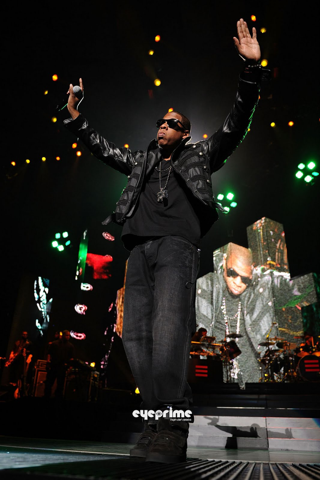 shawn corey carter jayz Born shawn corey carter in new york city on december 4, 1969, jay-z grew up  in brooklyn's drug-infested marcy projects he used rap as an.