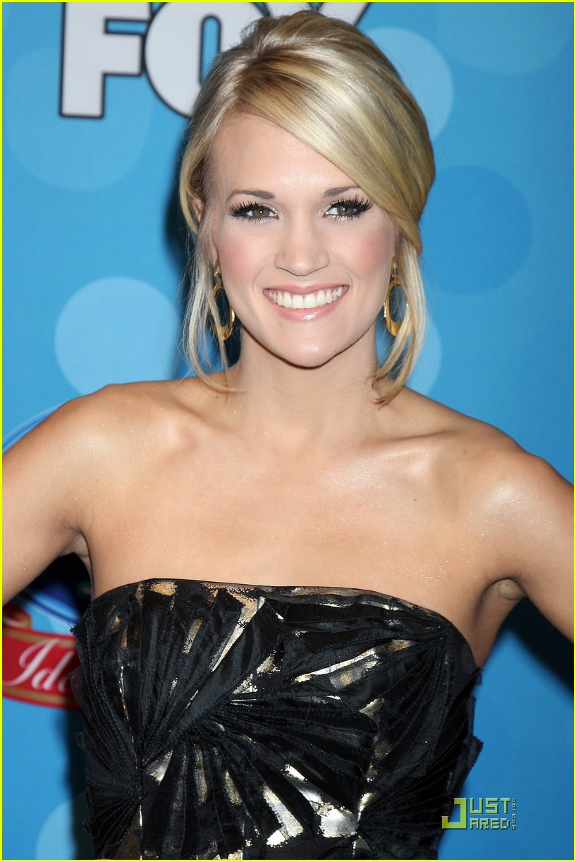 Carrie underwood gives back photo