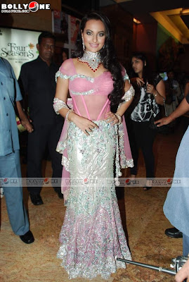 Glam Girl Sonakshi Going Ramp at IIJW 2010