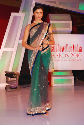 Deepika Padukone sexy At 6th Retail Jeweller India Awards 2010 photo
