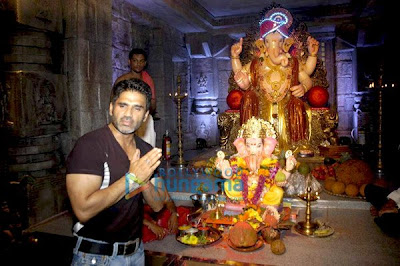 Suniel Shetty Spotted At Various Ganpati Mandals Photos
