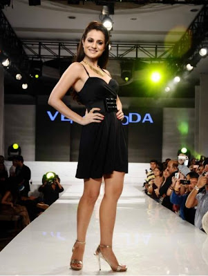 Amisha Patel Walking no the ramp of 'Vero Moda', 'Jack & Jones'