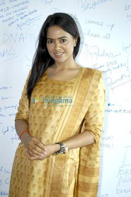 Sameera Reddy at Oberoi Mall's Ganpati