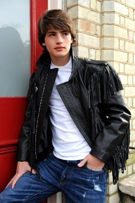 Gregg Sulkin , British actor