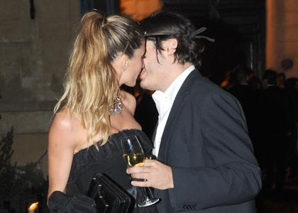 Gisele Bundchen Vogue Party Kiss Pics