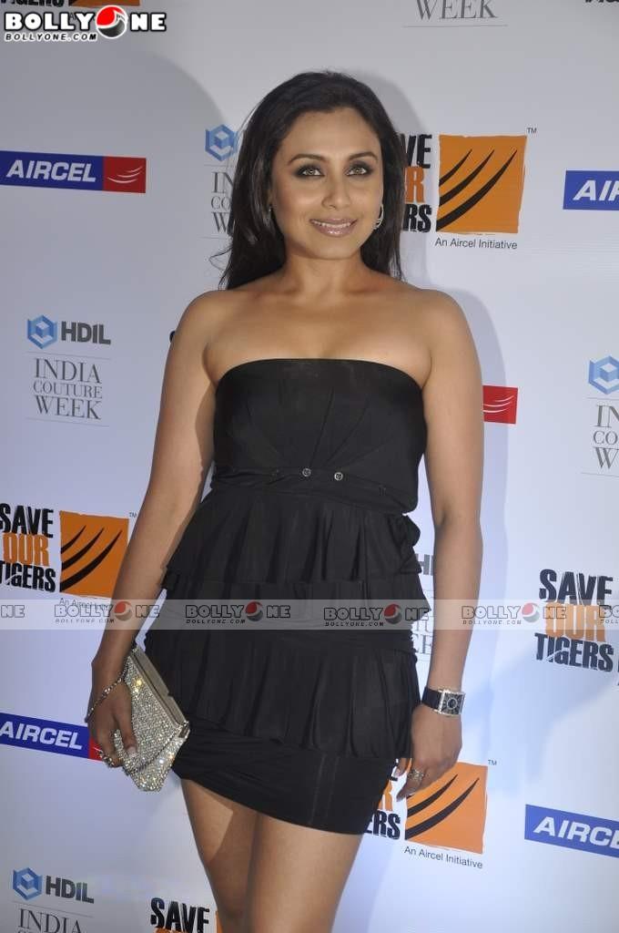 Rani Mukherji looking Sexy and Sweet in black dresss at HDIL Fashion Show