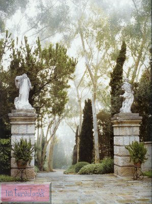 [The+Villa+gardens_10_archway+gate.jpg]
