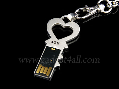 Heart Key Keychain USB Flash Drive Can Be A Good Gift