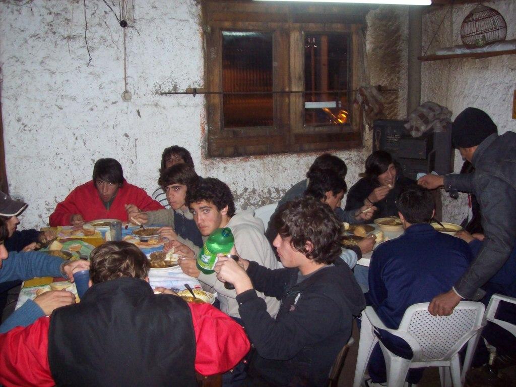 cenando en la sede