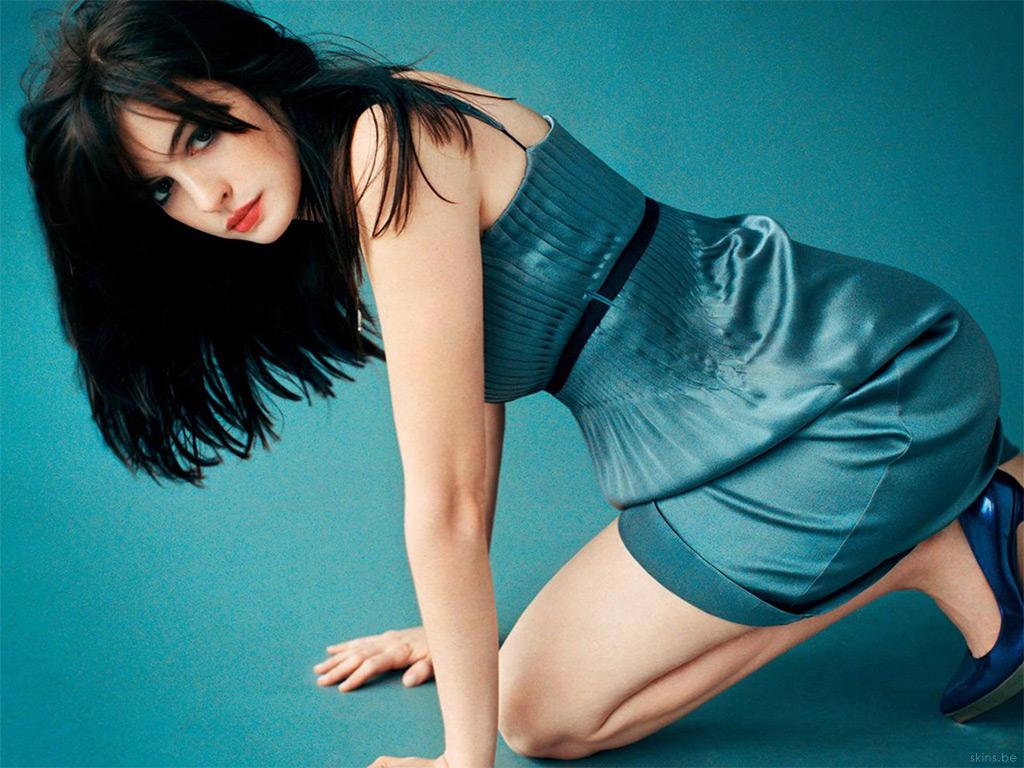 http://1.bp.blogspot.com/_6DP-2LWNkfQ/TTgOgeUTCZI/AAAAAAAAByI/NRp7ppIVO6E/s1600/anne-hathaway-azul-86bfc.jpg