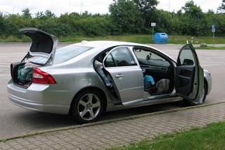 Volgeladen auto