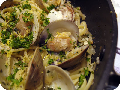 delicious linguine with clams, seafood pasta