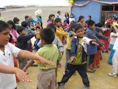 niños del centro divirtiendose