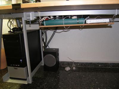 Organiza los cables de tu escritorio