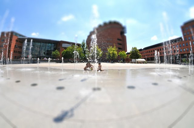 Evry Daily Photo - Place des Droits de l Homme - Fontaine Evry