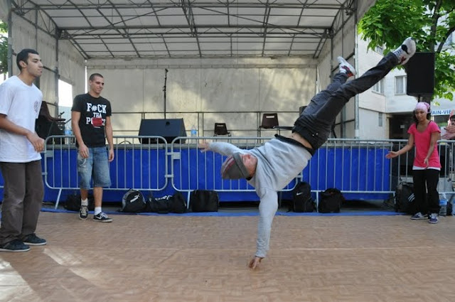 Evry Daily Photo - Fete MQ des Champs-Elysees 2010 - Hip Hop - Empaze 91