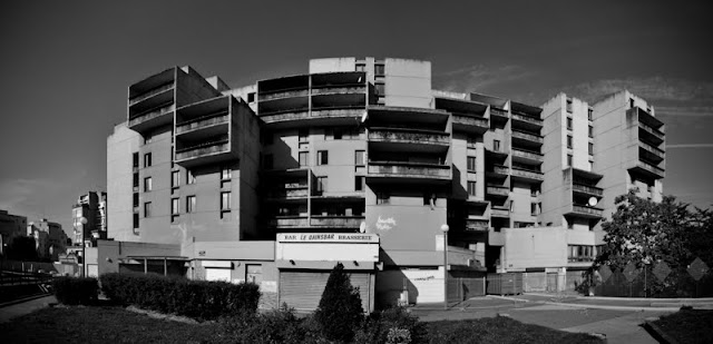 Evry Daily Photo - Quartier des Pyramides - Immeuble dit La Caravelle Panoramique