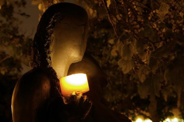Evry Daily Photo - Calendrier Evry 2011 - Calendart Evry 2011 - Le lieu de memoire et la statue des resistants