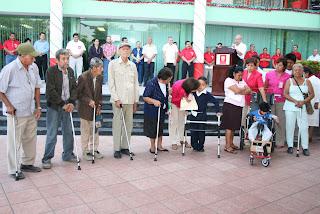 Dif apoya a discapacitados for Sillas para 2 ninos diferente edad