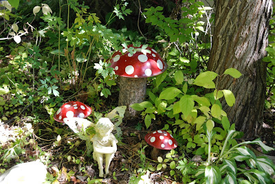 How To Make A Mushroom Decoration For The Garden
