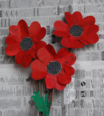 That artist woman how to make paper poppies - Remembrance day craft ideas ...