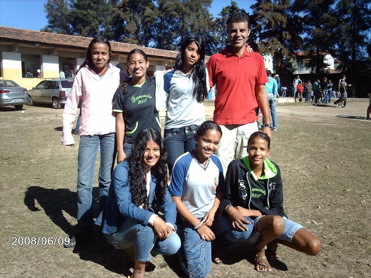 Parabéns garotas pelo brilhante 5º lugar na categoria futsal infantil feminino!