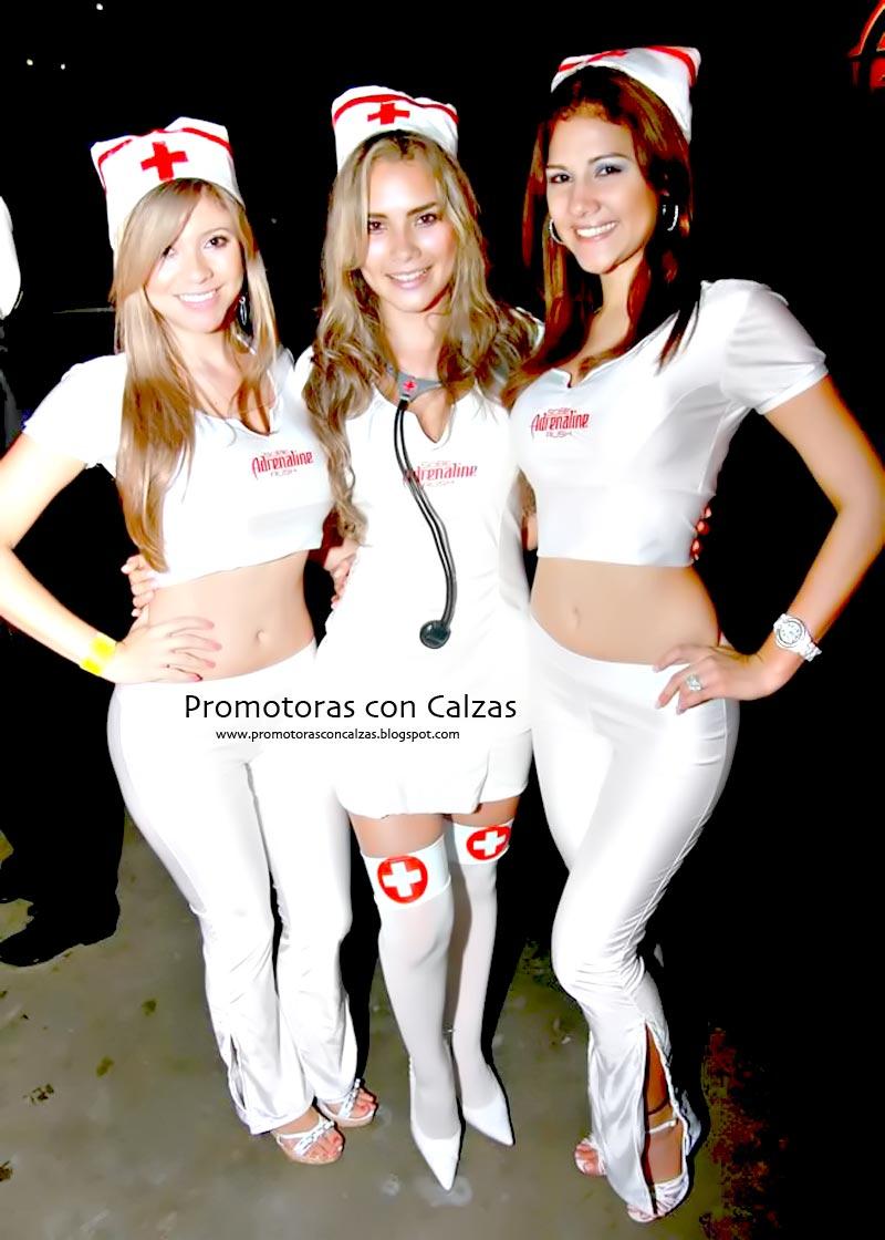 Mujeres Promotoras Jovencita Posando En Calzas Colas Enormes