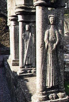 closeup of the stone columns