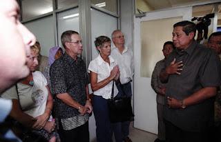 Presiden SBY juga menyampaikan ucapan dukacita kepada keluarga korban bom.