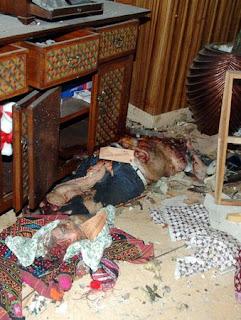 Potongan tubuh dan kepala seseorang yang diduga sebagai pelaku bom bunuh diri Hotel JW Marriott